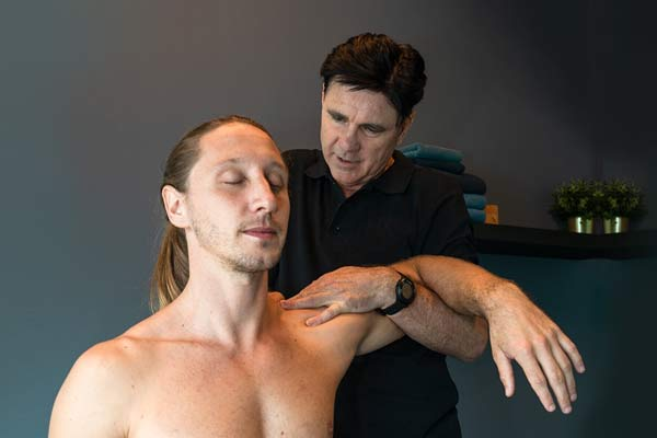 What is the difference between a Physiotherapist and a Sports Massage Therapist